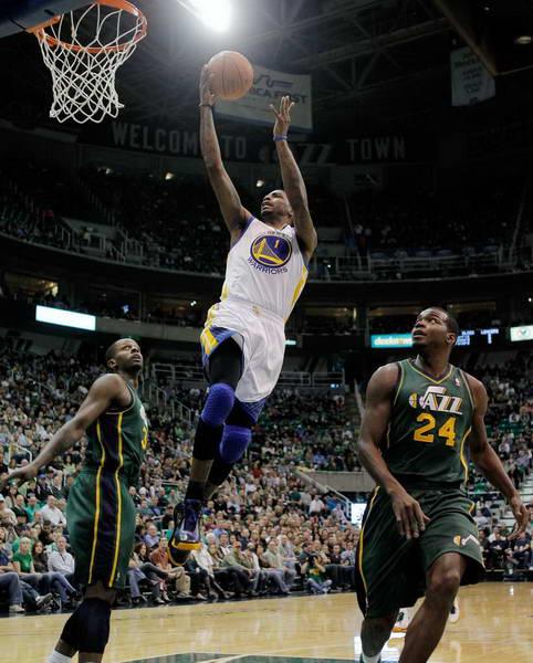 图文:[NBA常规赛]爵士胜勇士 赖特上篮