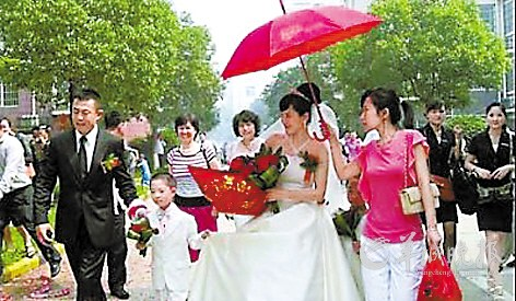 侯勇/侯勇与潘雨辰于去年6月结婚