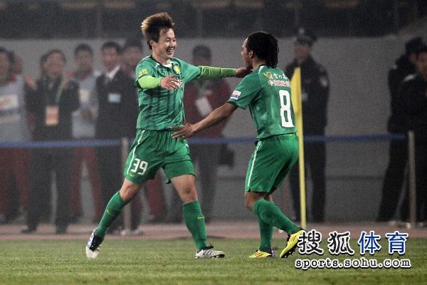05朴成(左)
