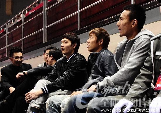 王长庆 毛剑卿 杨智/北京国安球员毛剑卿、杨智、王长庆前来助阵。