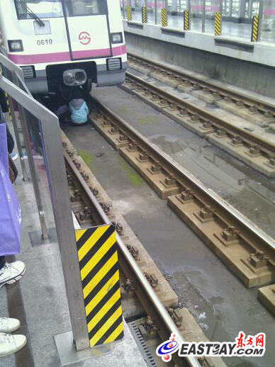 """地铁 司机/地铁司机发现及时""""生死急停""""图片来自网友""""D_WADE3"""""""