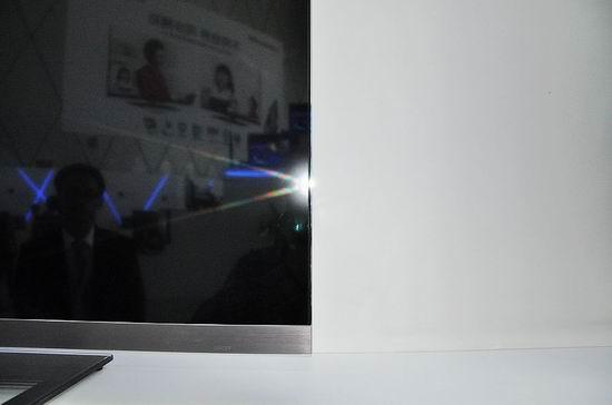 无边框电视屏幕边缘