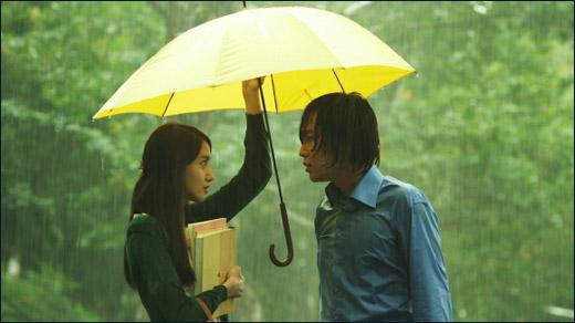 《女生雨》张根硕宿舍爱情允儿雨中a女生约现时代学校少女图片