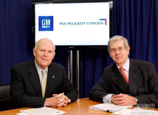 通用汽车CEO艾克森(左)和标致雪铁龙CEO瓦兰