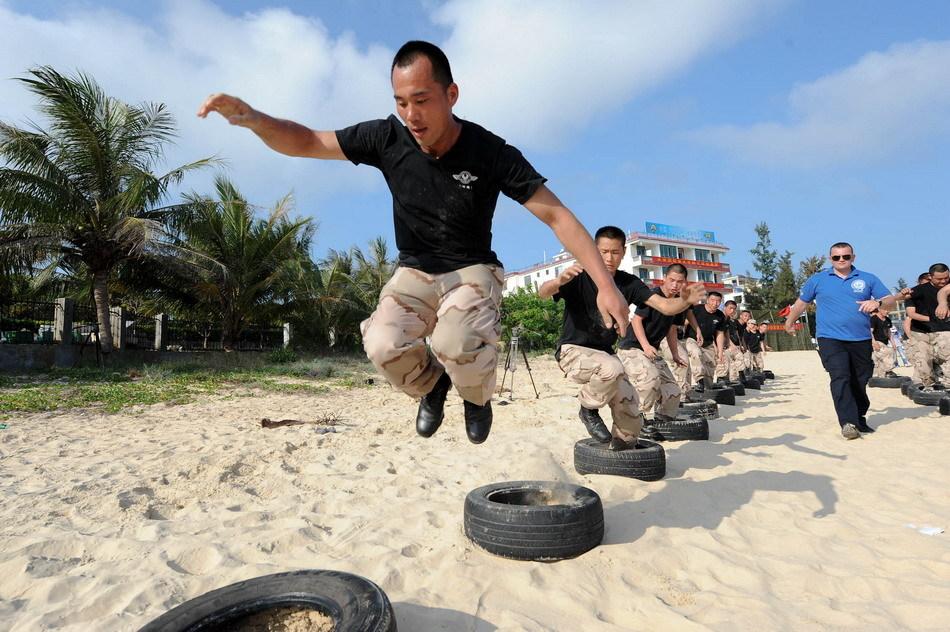 中国 保镖/中国专业提供要员保护的天骄特卫公司18日开始在海南三亚进行...