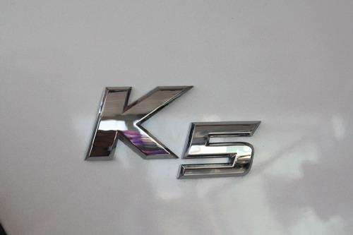 k5 nu新款均在尾部配备了nu系列引擎车型专属铭牌