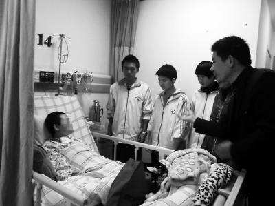 车祸毁容女教师已能说些话 周五进行第一期手术