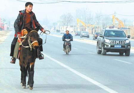油价上涨弃车骑马
