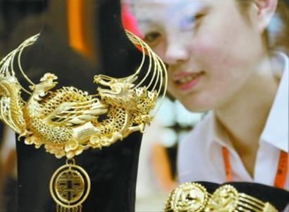首饰设计效果图再好,也没有实物漂亮,大概这也是黄金的特性吧.