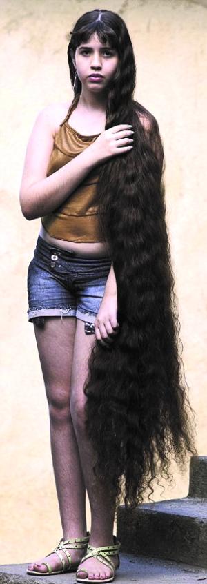吉尼斯世界纪录中,世界最长头发记录保持者是中国的谢秋萍,她的图片