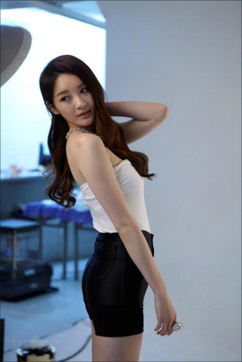 现场 身材/90后成熟女姜敏京广告现场无PS照曝光身材火辣