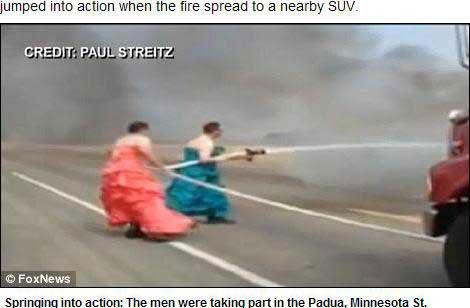 两名消防员穿着晚礼服照样英勇救火网页截图