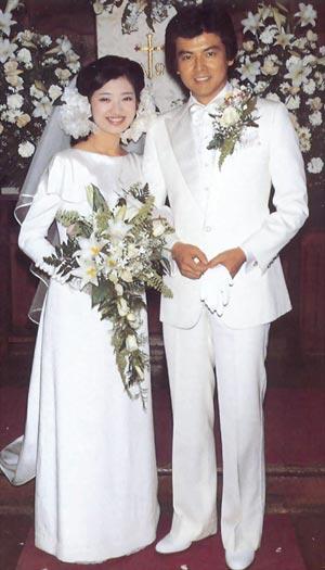 山口百惠与三浦友和结婚-50后到80后最难忘的日本女星图片