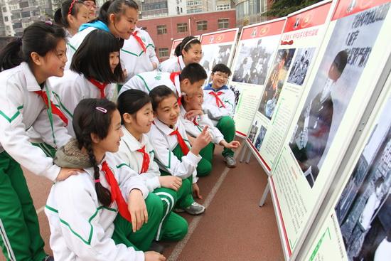 小学雷锋原创摄影作品事迹巡回展在翠微校园举小学校陈庄图片