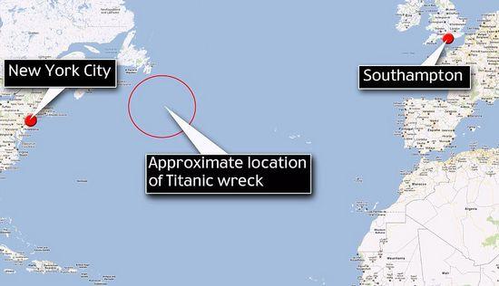 """""""泰坦尼克号""""是在从南普敦出发开往纽约的处女航中遭遇冰山的撞击而沉没的。"""