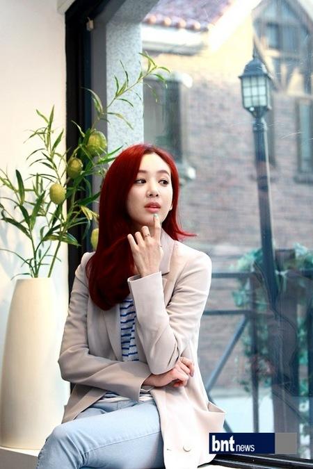 郑丽媛:《工薪族》收获多 鼓励歌手出身后辈