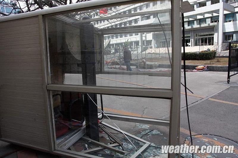 北京/3月23日,北京市气象局发布大风蓝色预警,预计当天中午到前...