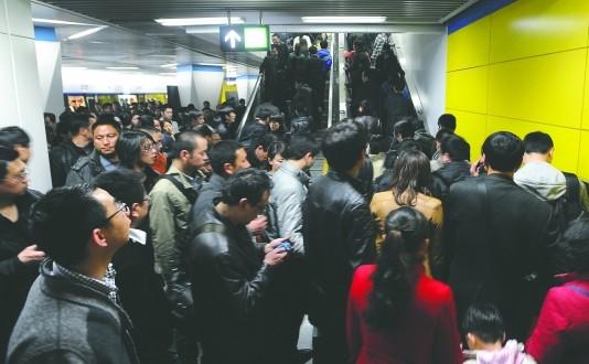 糖酒会加上班高峰 成都昨日31万人次挤地铁(图)