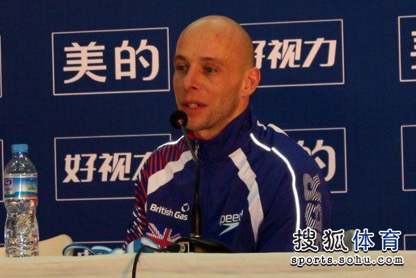 图文:北京站男单10米台 沃特菲尔德回答提问