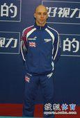 图文:北京站男单10米台 沃特菲尔德等候颁奖