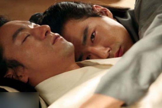 亚洲情色迅雷下载_羞答答的唯美情色盛宴 盘点韩国电影海报中的男色诱惑