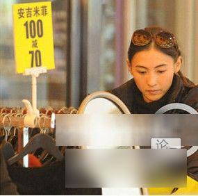 张柏芝-张柏芝也是个血拼高手,《天生购物狂》80万港币的道具都是张柏...