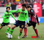 图文:首尔2-1全北 黄博文前场护球