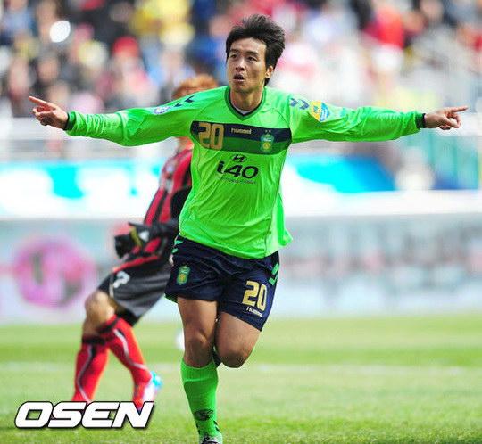 图文:首尔2-1全北 韩国狮王李东国