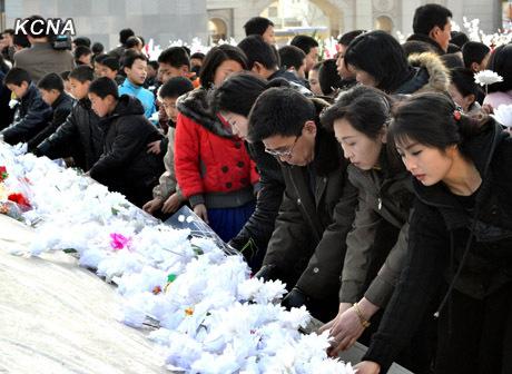 3月25日,朝鲜各界群众追悼金正日
