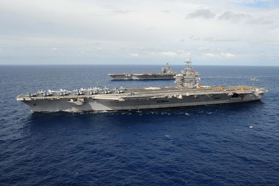 2012年3月21日,美国海军cvn-69怀特-艾森豪威尔号核航母与cvn-77乔治图片