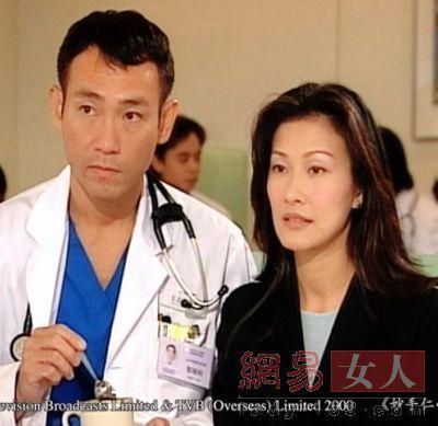 郭可盈在微博上发布了一张与陶大宇的亲密合照,称送大家一幅大勇台湾电视剧香港演员图片