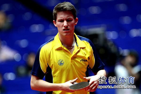 世乒赛中国男团3 0瑞典 卡尔松失分皱眉