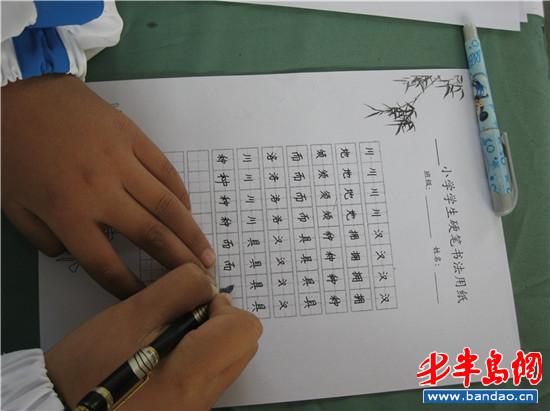 泽穴绘里香老师_田横岛小学生沙上学画 80后老师一人教六年级(组图)