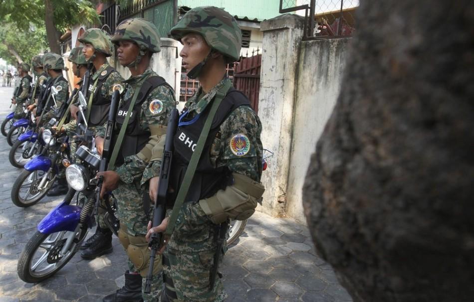 中国 突击步枪/柬埔寨首相保镖装备中国97式突击步枪