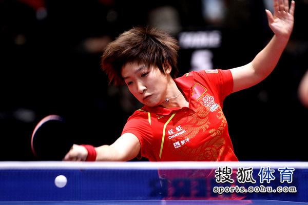 """刘诗雯可爱的""""狮子头""""发型回球时很抢眼"""