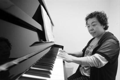 她说钢琴简谱左右手