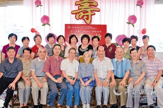 张老师/与张老师前中重逢在她83岁寿宴上
