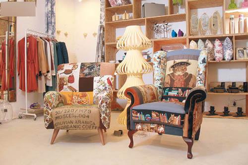 由本地设计师打造的Arm Chair,以怀旧彩色拼布配上可爱缤纷图,全人手制作。座地灯Bamboo Floor Lamp则由塑胶物料制成,概念源自传统灯笼。Arm Chair $45,000(张)、Lamp $3,825