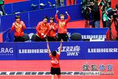 图文:世乒赛中国女团3-0新加坡 郭跃举臂庆祝