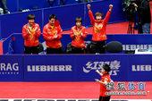 图文:世乒赛中国女团3-0新加坡 郭跃扔飞球拍