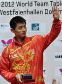图文:张继科获世乒赛最佳球员 挥手致意