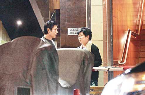 郭富城/倪震年轻时很帅,当然现在保养得也不错。