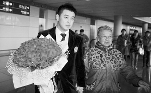 王皓收到121朵玫瑰