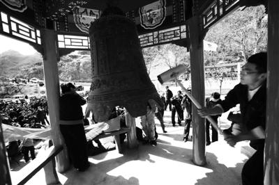 昨日,约400名隗氏后人齐聚房山芦子水村祭祖。