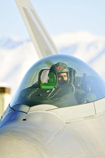 阿拉斯加州埃尔蒙多夫-理查德森联合基地接收的最新型F-22A战机