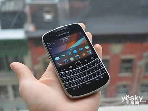 图为:黑莓 9900 手机