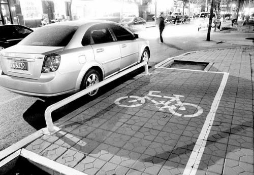 自行车也有停车位!(图)-单车停车位