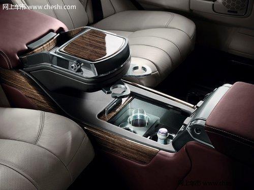 揽胜/揽胜巅峰创世典藏版无所不用其极的奢华更延伸到了车内地板上。...
