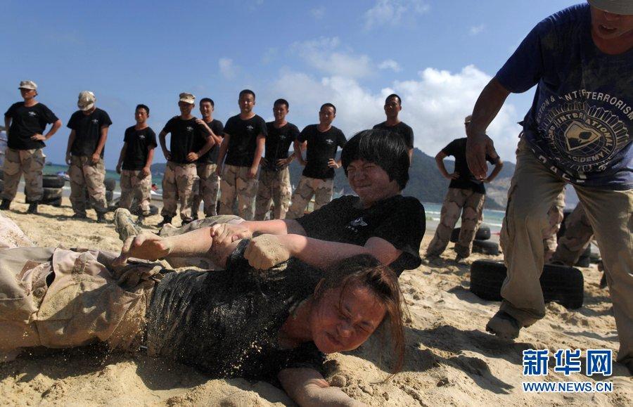 三亚/2012年4月4日消息,中国三亚,三亚保镖训练营中的女保镖。