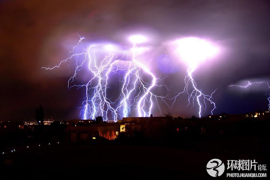 恐怖闪电袭击如外星入侵图片